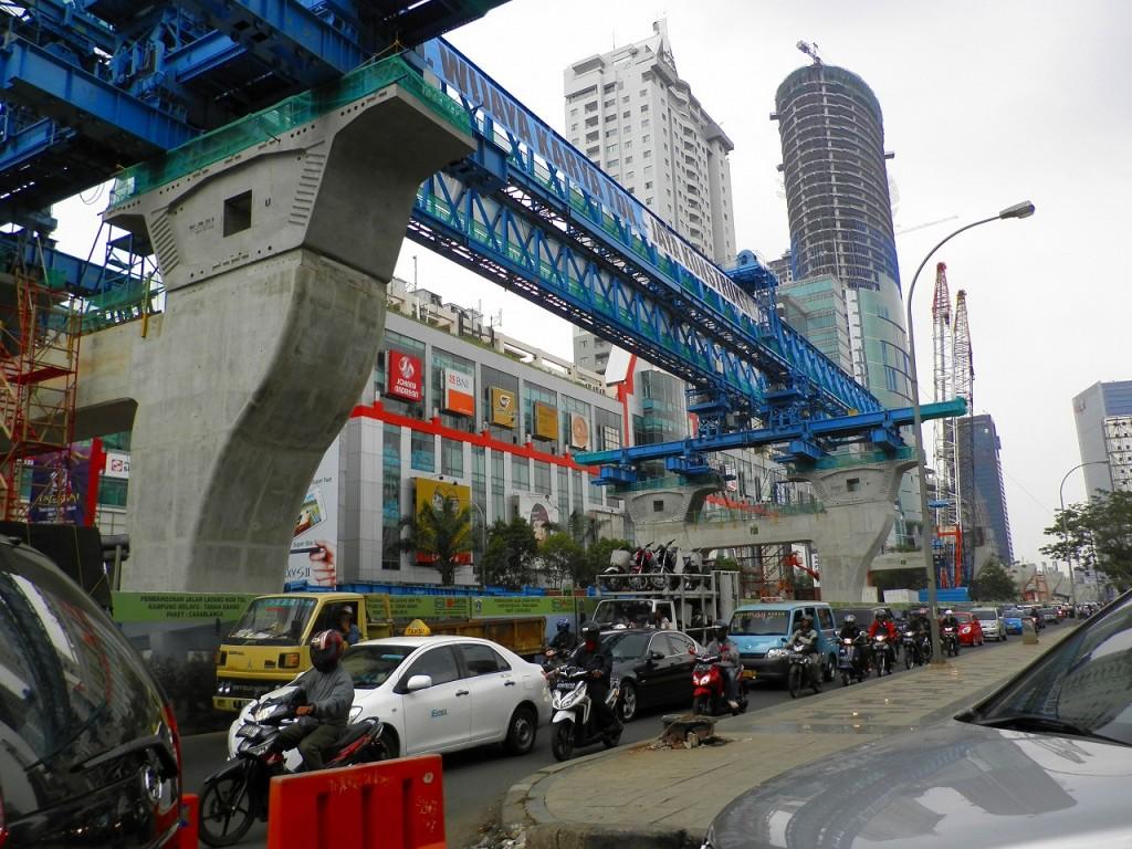 巨大都市ジャカルタの交通手段09