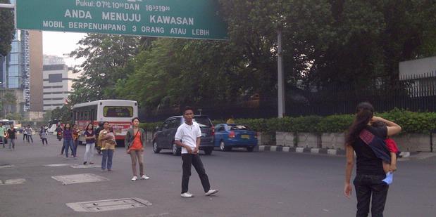 ジャカルタの深刻な交通渋滞が支える貧困システム04