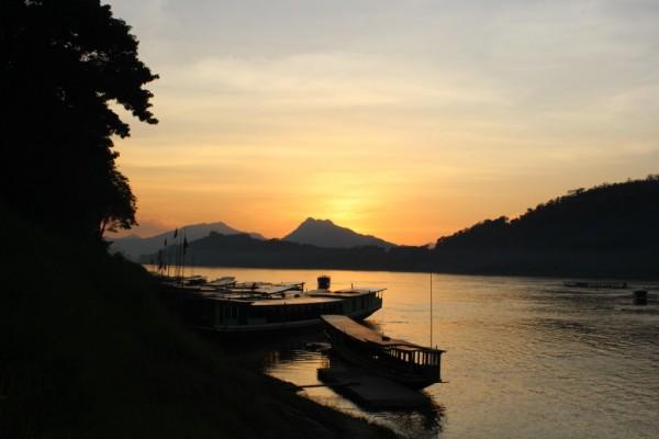 ラオスのルアンパバーンの夕陽