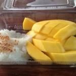 おいしいの?ご飯の上にマンゴー!カオニャオ・マムアンを食べてみた。