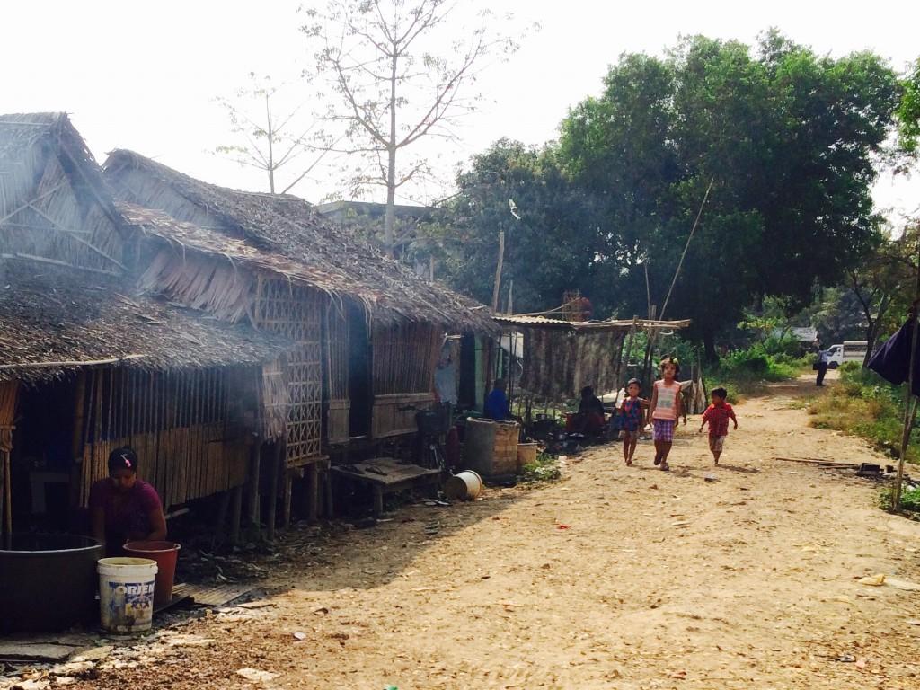 急成長のヤンゴンでも車で1時間走ると素朴なアジアの風景
