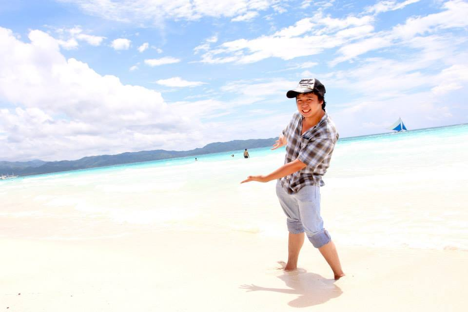 写真⑤ボラカイ島のビーチで