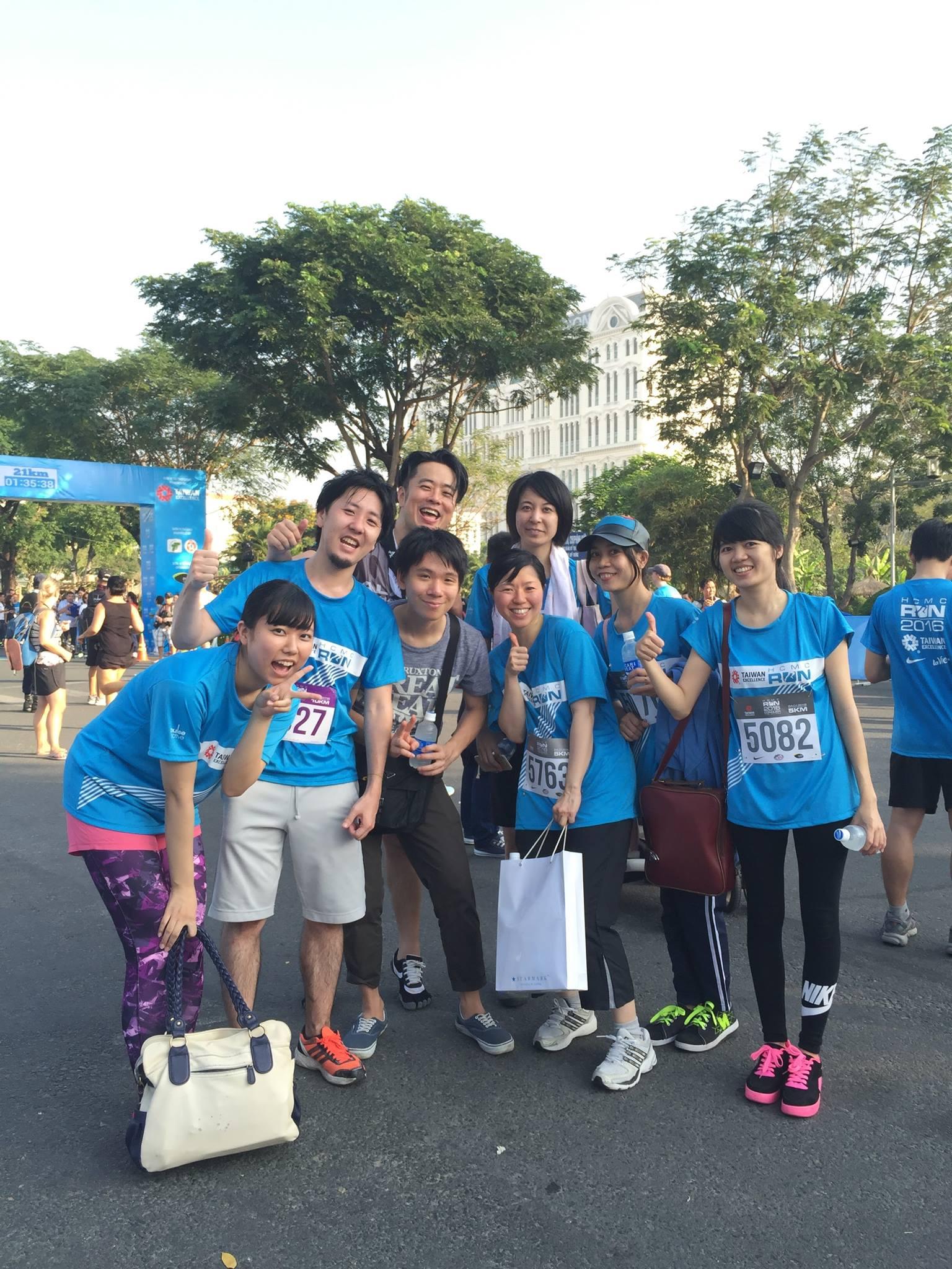 ベトナムオフィスの社員と参加したホーチミンランニング大会