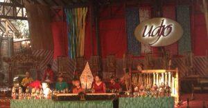 インドネシアの無形文化遺産「アンクルン」の音色響くバンドンの村